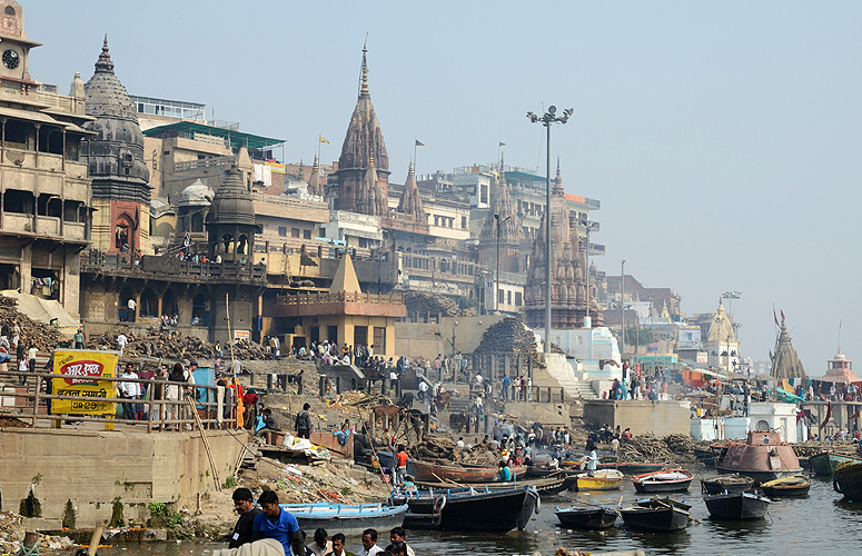 Tempel am Ganges-Ufer in Varanasi, Uttar Pradesh